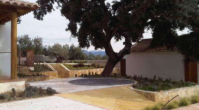 Una serie de rampas conectan todos los patios.