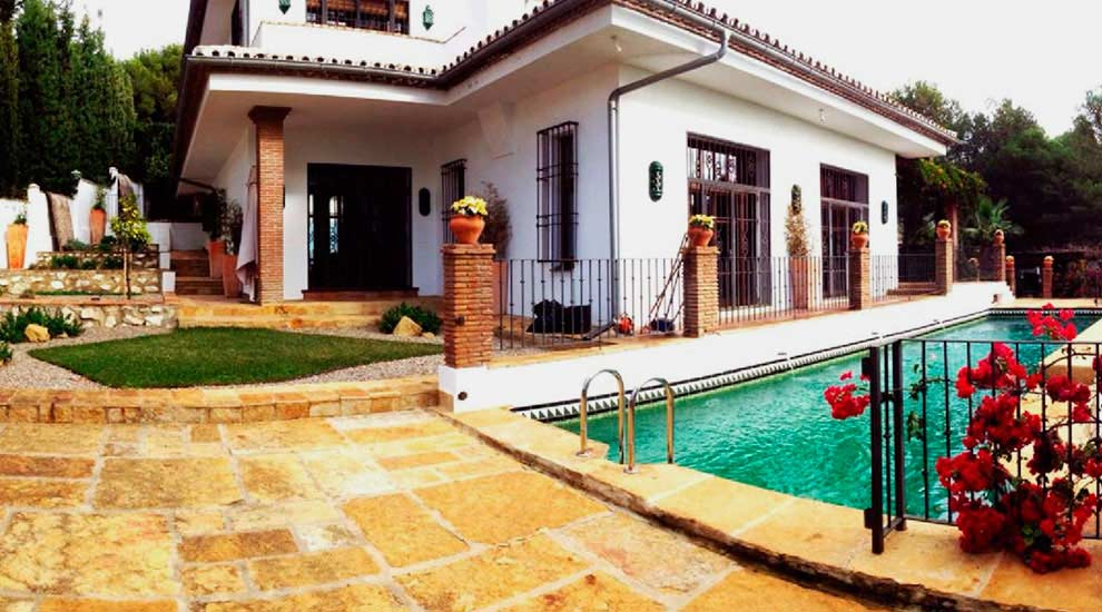 pool area. the use of vegetation and the small lawn, make this area a very desirable place