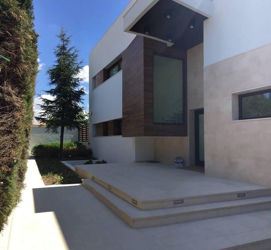 Acceso principal Villa Rey