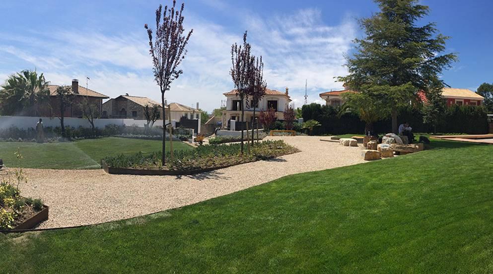 Vista jardín pérgola Villa Rey